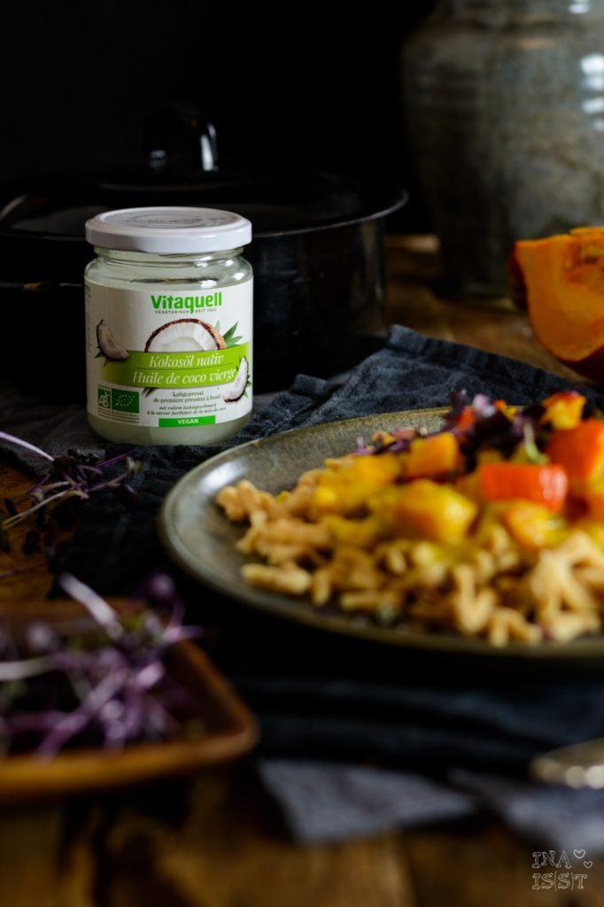 Kürbiscurry mit Kokos, lila Radieschen Kresse