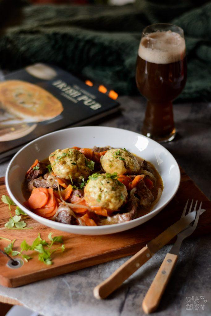 Beef in Stout with Herb Dumplings - Rinderfleisch in irischem Bier mit Kräuter-Klößen