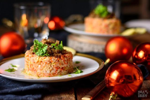 """Fränkisches Weihnachtsdinner - """"Forelle blau""""-Tatar mit Apfel und Schwarzbrot-Crumble"""
