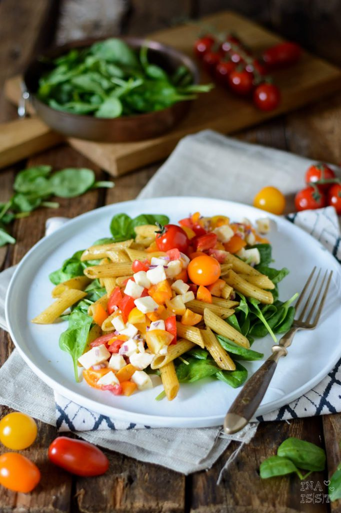 Dipster Rezept für Bunter Nudelsalat mit jungem Spinat und Tomaten