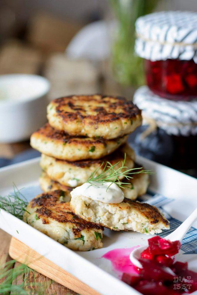 Rezept für Fischfrikadellen mit eingelegter Rote Bete und Joghurt Dill Mayonnaise, Saisonal schmeckt's besser, Ina Is(s)t
