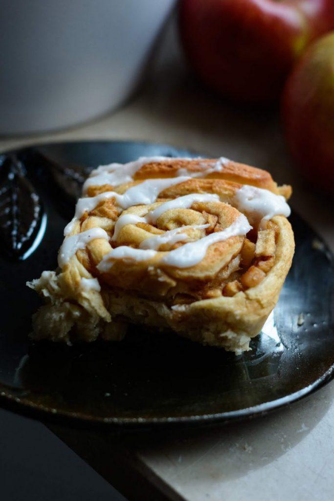 Rezept für Apfel-Zimtschnecken mit Zuckerguss