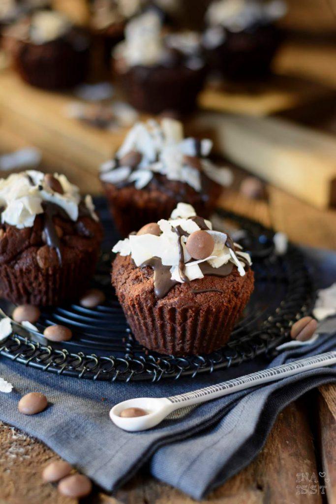 Einfache Schoko-Kokos-Muffins mit Kokosfüllung, Muffins ohne Butter, Kokosmuffins, Schnelle Schokomuffins ohne Butter