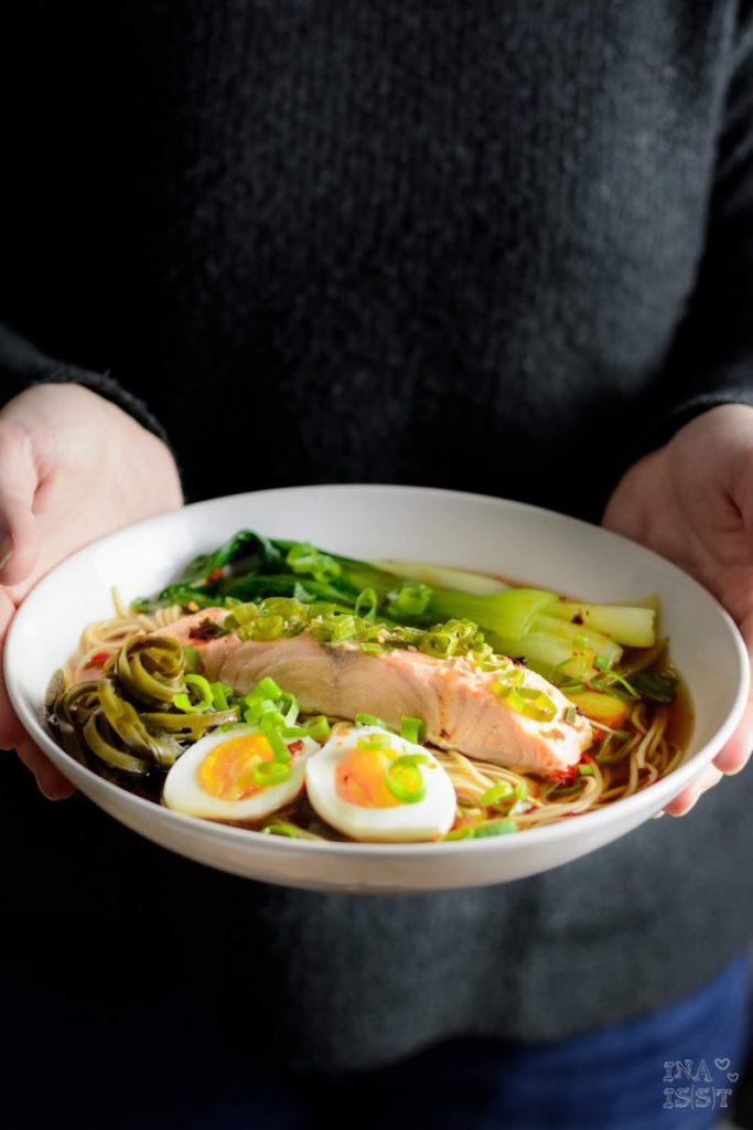Rezept Miso Ramen mit gedämpftem Lachs und Pak Choi