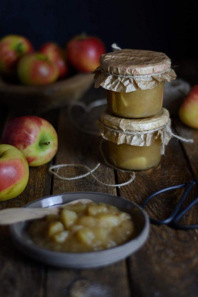 Rezepte für den Herbst mit Äpfeln, Apfelkompott mit Grappa