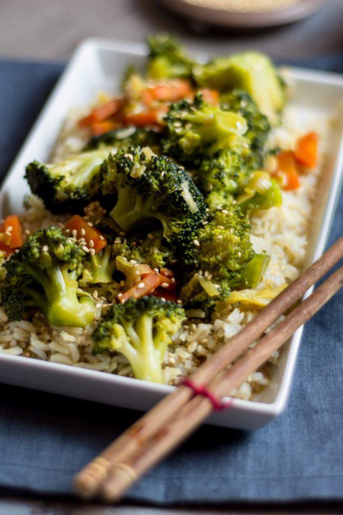 Rezept für Schneller Asia Brokkoli mit Vollkornreis und Sesam, Asiatischer Brokkoli