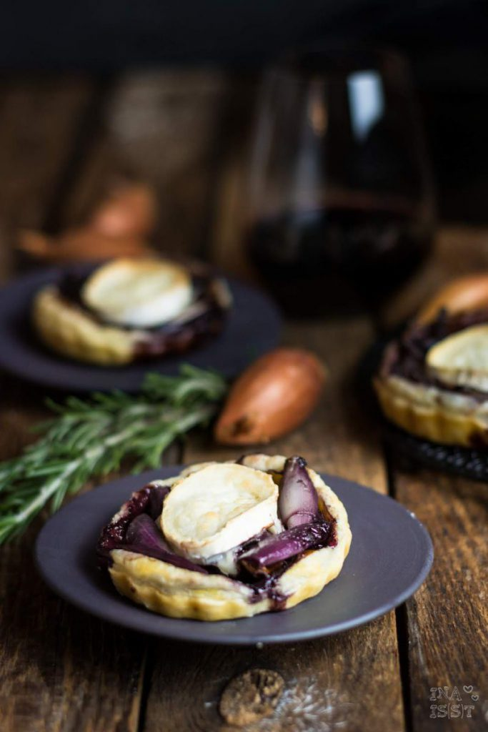 Rezept für Tartelettes mit Rotwein-Zwiebeln und Ziegenkäse, Tartelettes Party
