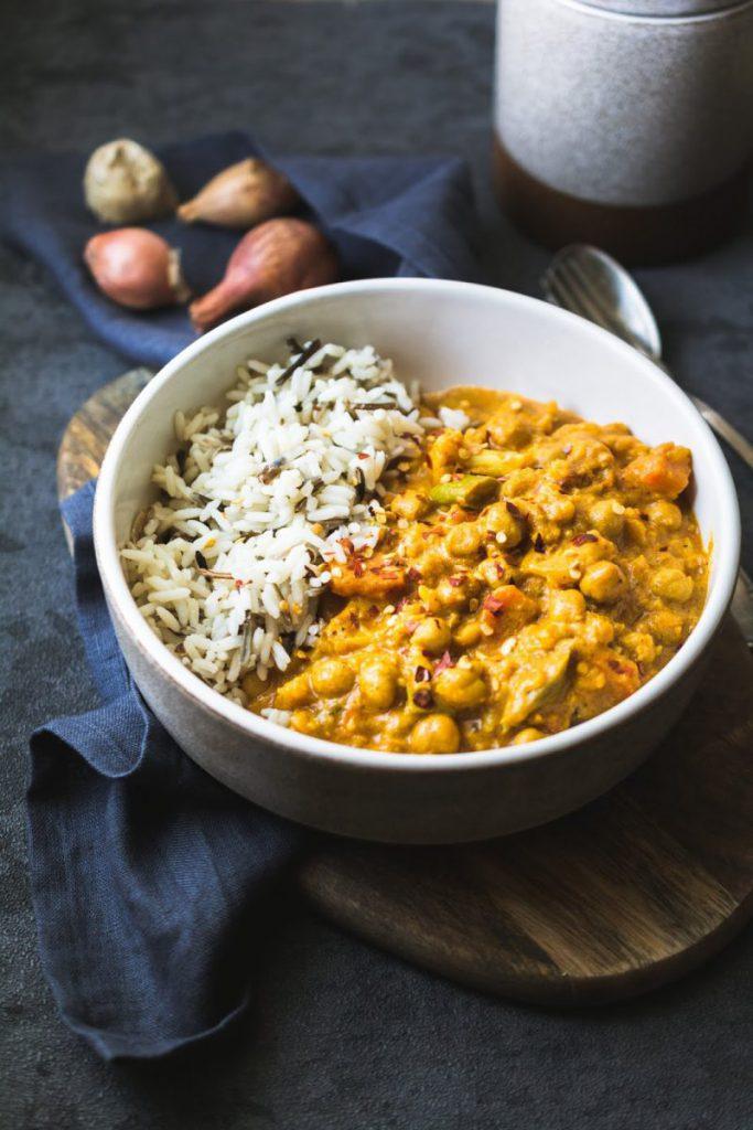 Rezept für scharfes Blumenkohl-Curry mit Kichererbsen und Kokosmilch