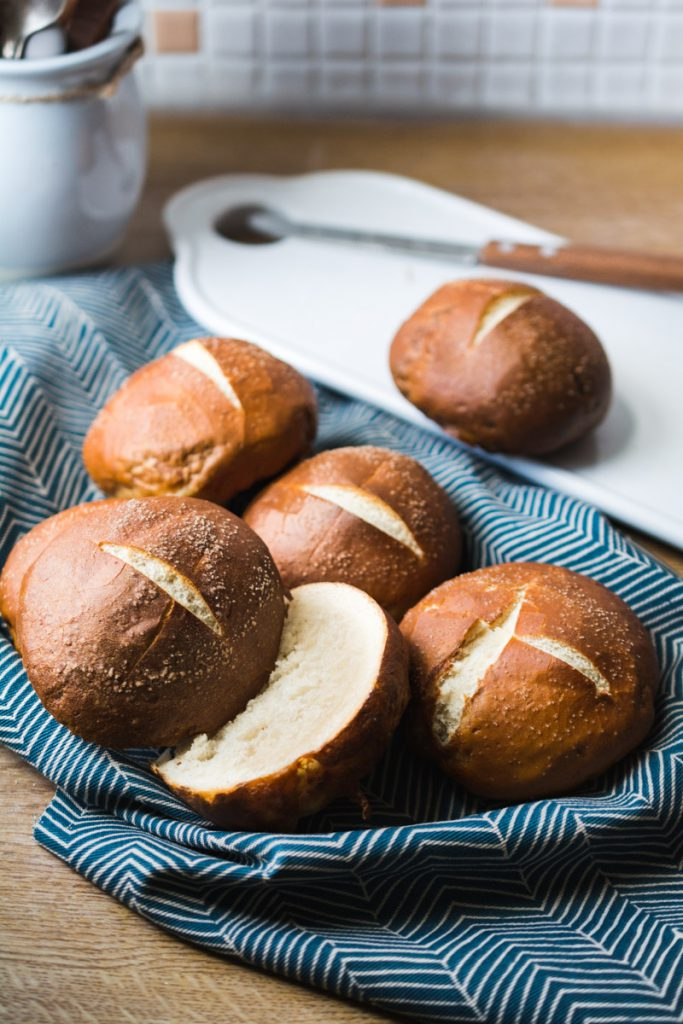 Rezept einfache Laugenbroetchen mit feinem Salz