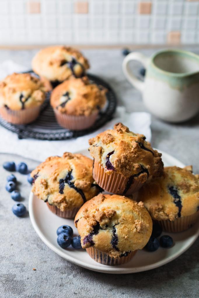 Saftige Blaubeer Muffins mit Vanille und Keks-Streuseln, Heidelbeermuffins