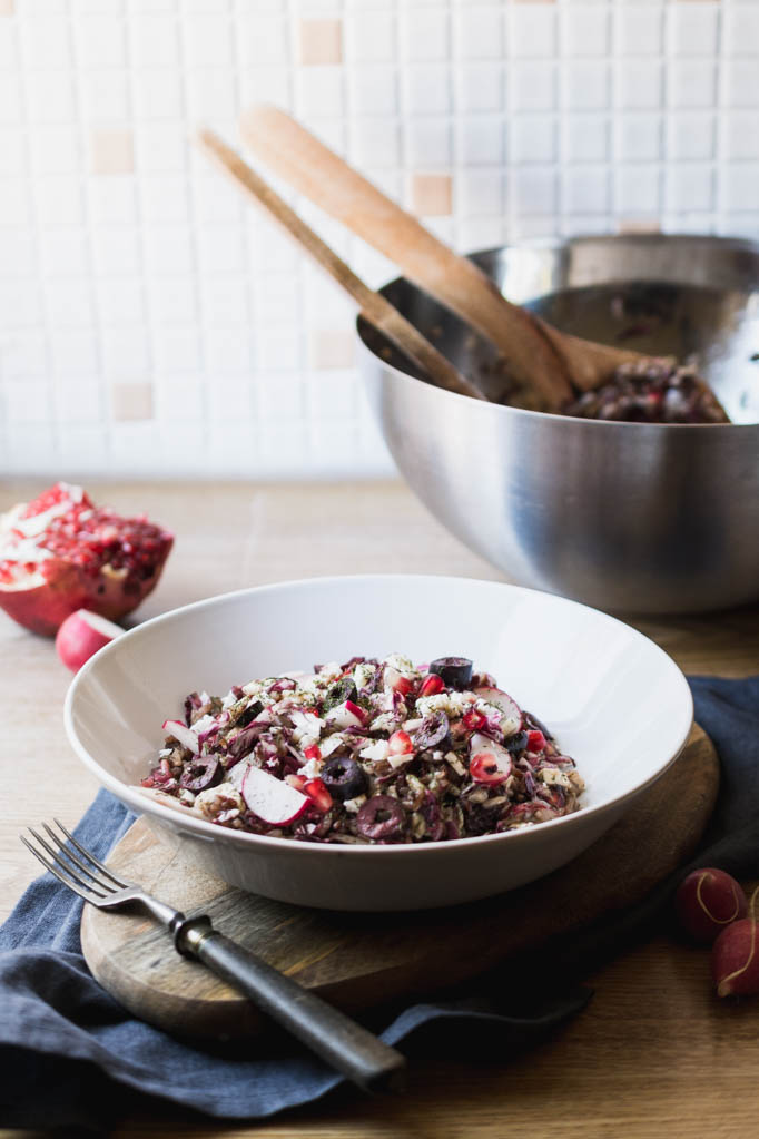 Roter Reissalat mit Radieschen, Dill und Granatapfel
