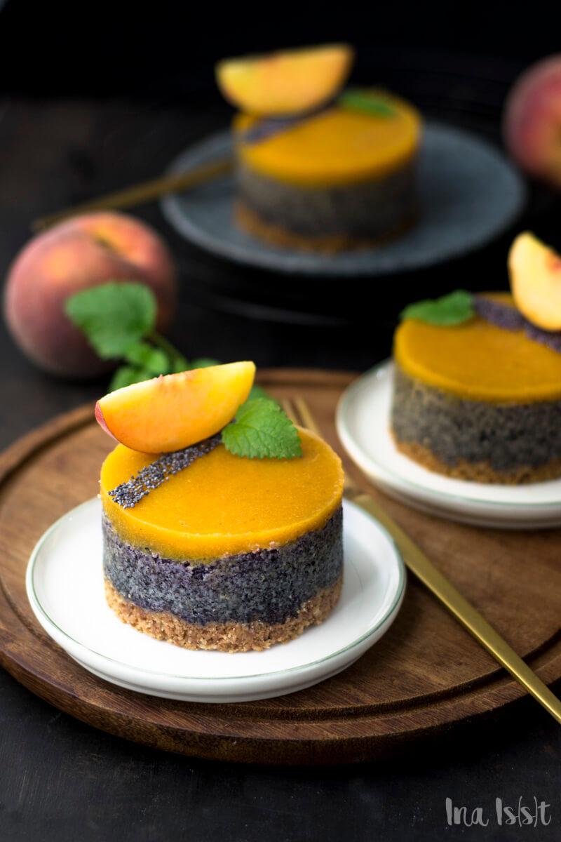 Einfach Mohntörtchen mit Keksboden und Pfirsichguss