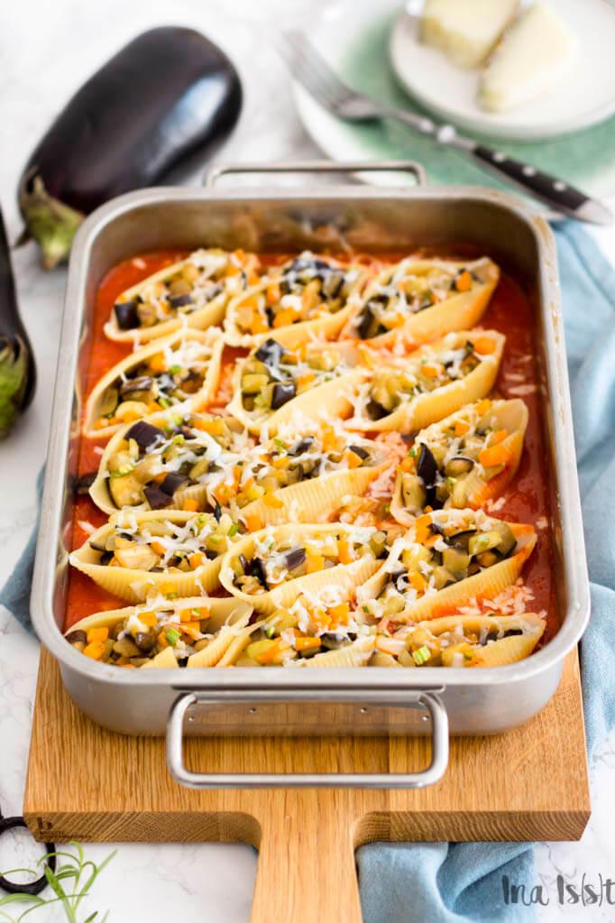 Vegetarisch gefüllte Muschelnudeln mit Ajvar Soße