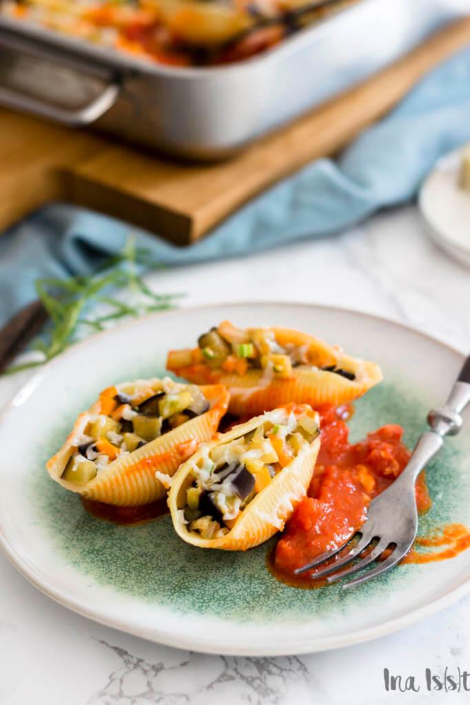 vegetarisch gefüllte muschelnudeln mit aubergine und ajvar