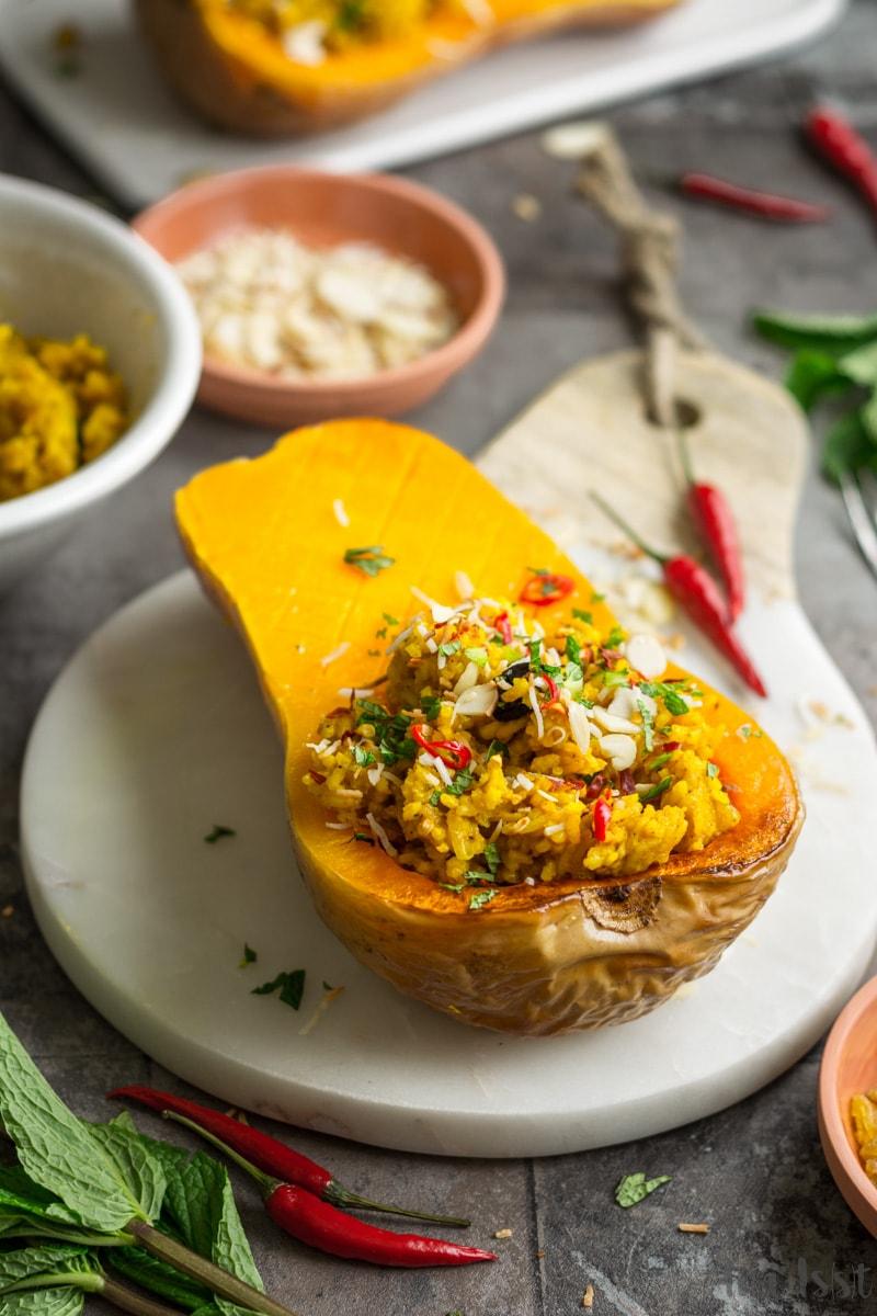 Gefüllter Butternut-Kürbis mit indischem Reis, National Pumpkin Day