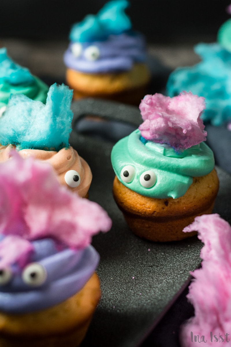 Halloween Monster Muffins mit Zuckerwatte, Candy Cotton Muffins