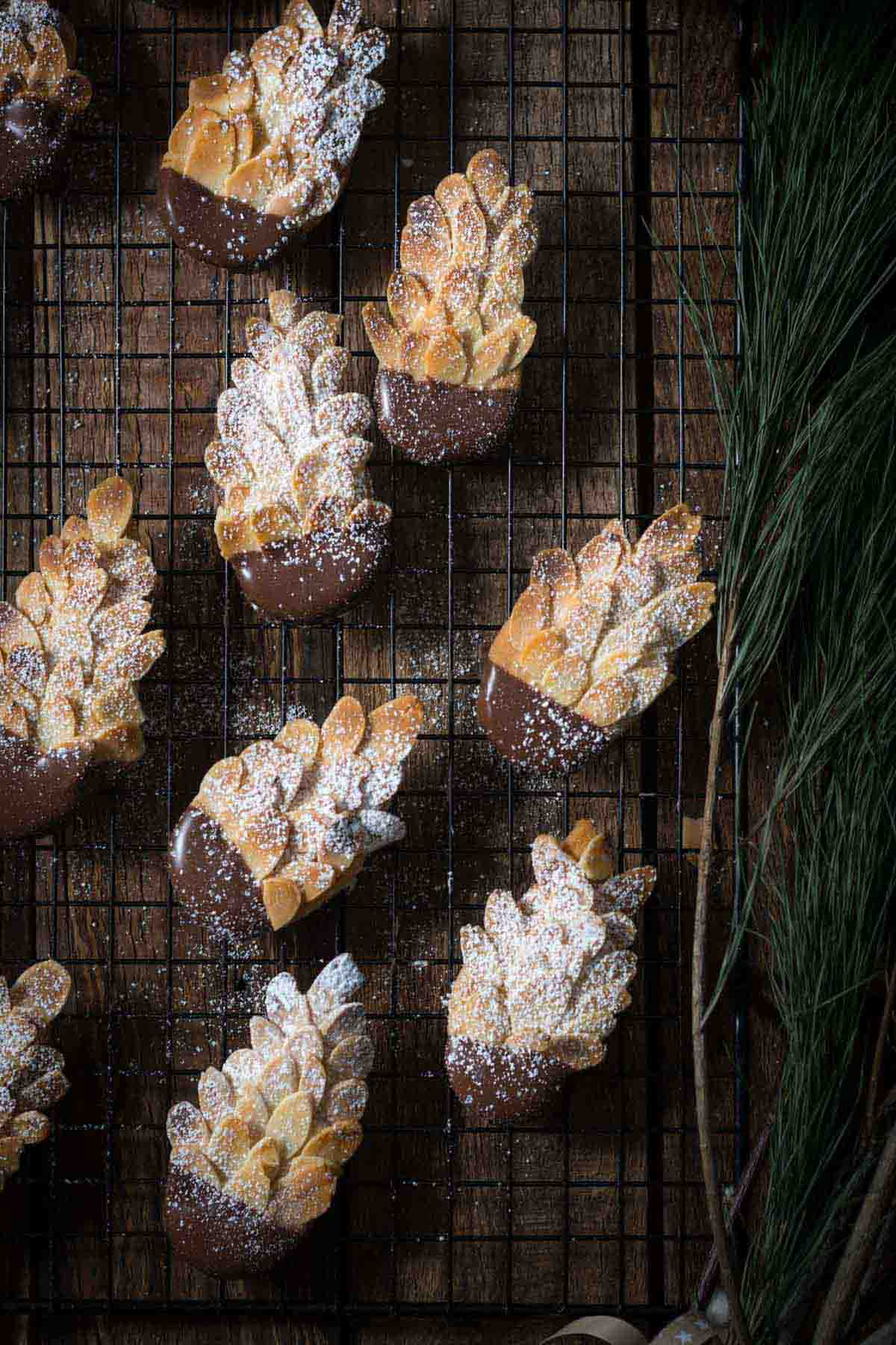 Schoko-Mandel Tannenzapfen Plätzchen mit Chai
