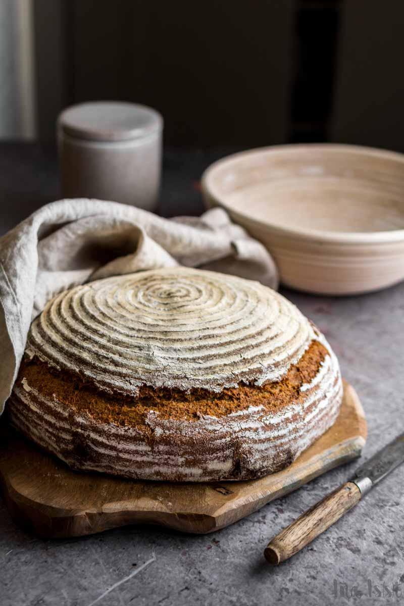 Einfaches Roggenbrot mit Sauerteig und Brotgewürz, Rezept Roggenbrot, Roggenmischbrot