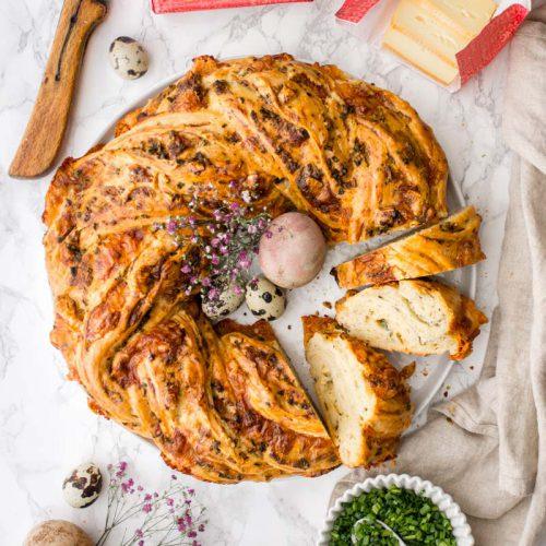 Herzhafter Osterkranz mit Käse und Schnittlauch, St.Mang Limburger Käse, Rezept für Oster Hefekranz