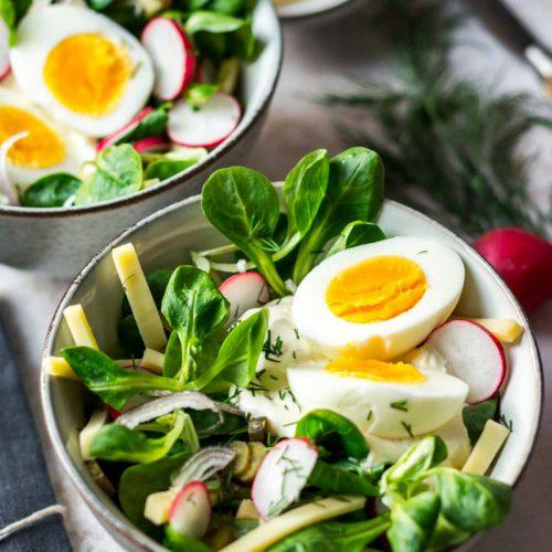 Käsesalat mit Ei Radieschen und Dill-Dressing, Einfacher Käsesalat, Salat mit Käse