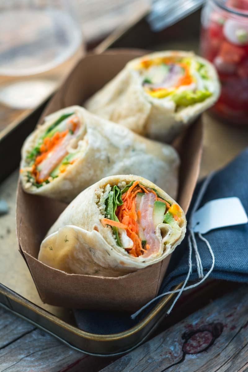 Sommer Burrito mit Räucherlachs und Dill-Wraps, Lachs Wrap, Picknick am Hafen