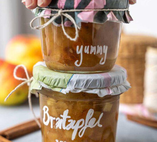 Rezept Bratapfelmarmelade mit Mandeln und Rosinen, Apfelmarmelade