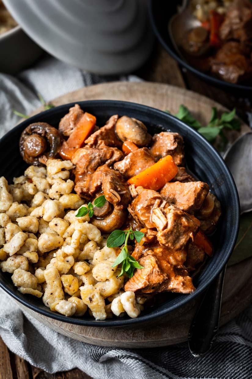 Französisches Kalbsragout mit Nussspätzle, Kalbsgulasch, Gulasch mit Kalb, Herbstgericht, Rezept mit Kalbfleisch