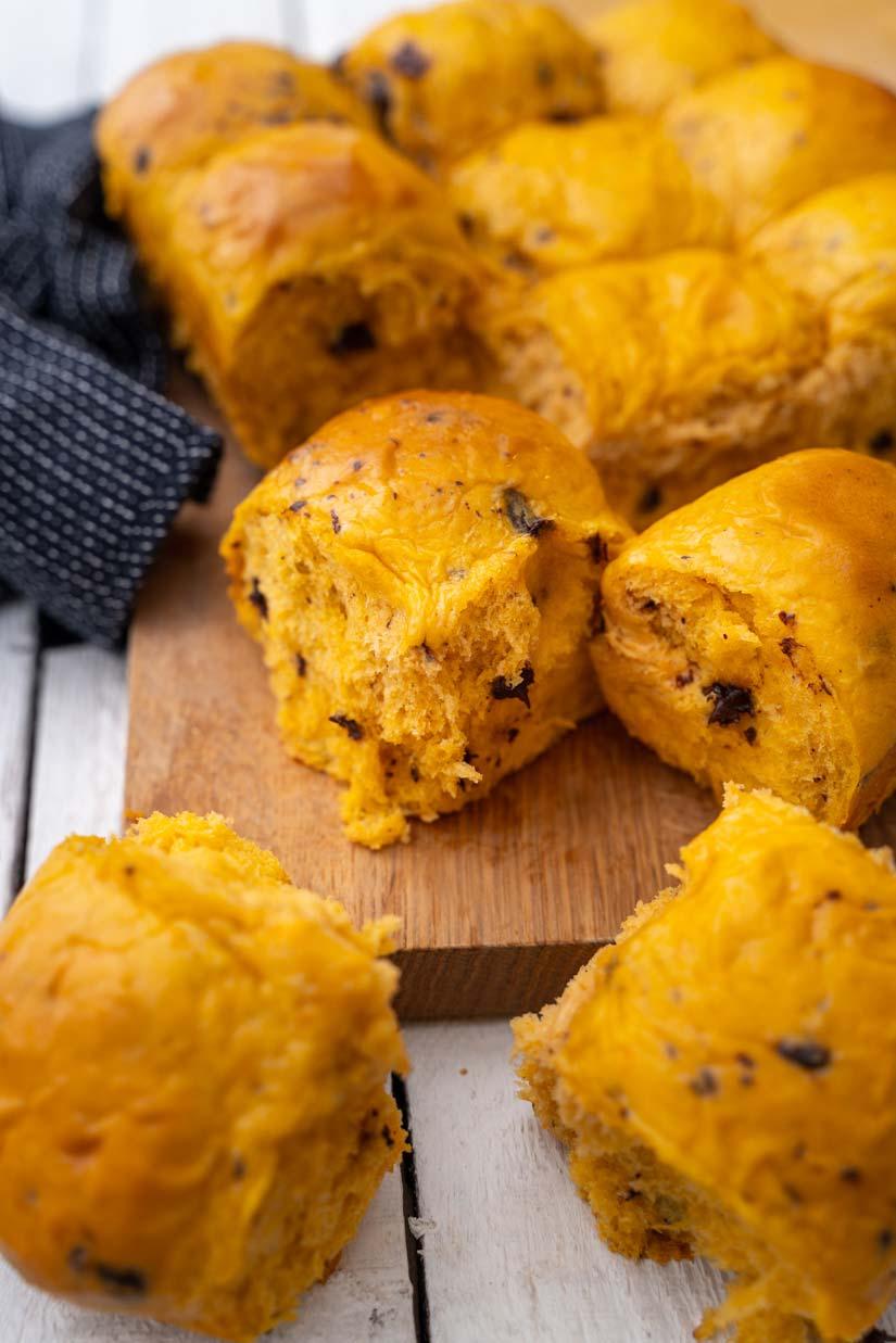 Weiche Schokobrötchen mit Kürbis und Hefeteig, Kürbisbrötchen, Fluffige Schokobrötchen, Chocolate bread, Pumpkin Bread, #schokobroetchen