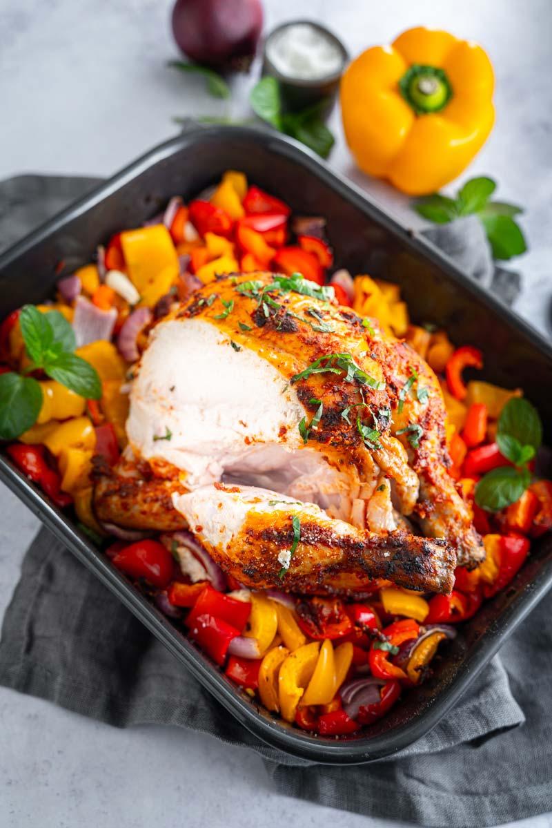 Harissa-Hähnchen mit Paprika und roten Zwiebeln