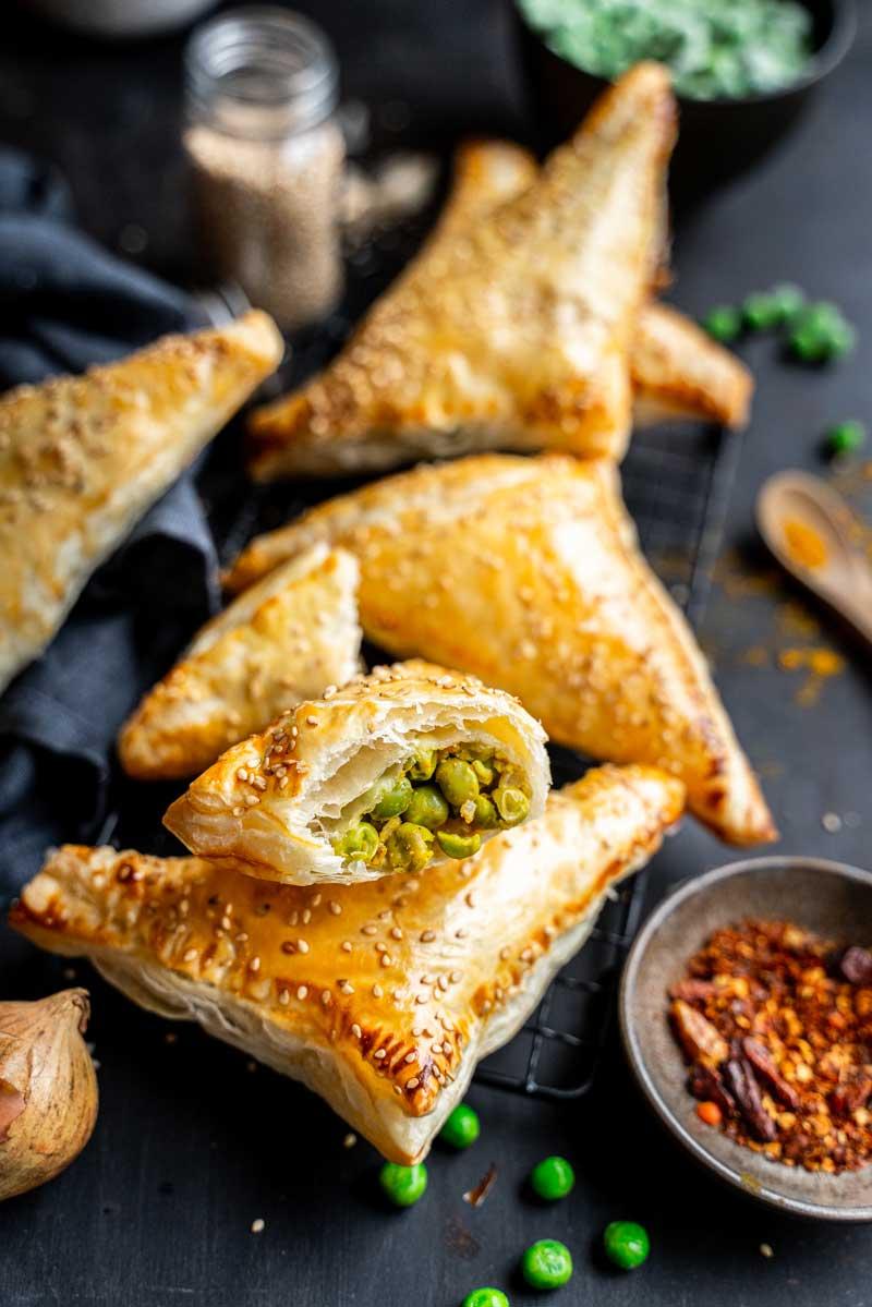 Pikante Blätterteigtaschen mit Erbsen und Curry, Vegetarische Blätterteigtaschen, #blätterteig, #blätterteigtaschen