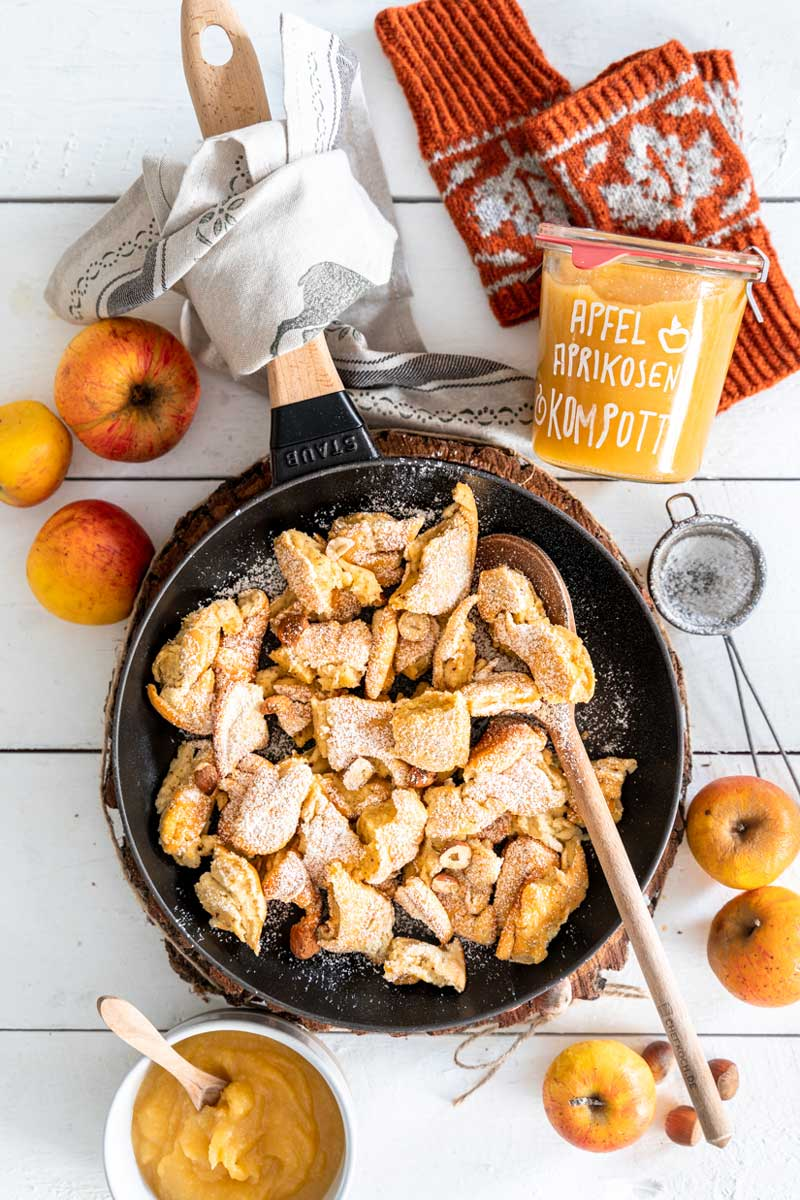 Kaiserschmarrn mit Haselnüssen und Apfel-Aprikosen Kompott, Kaiserschmarrn Rezept, Kaiserschmarrn mit Nüssen, Einfacher Kaiserschmarrn, #kaiserscharrn, apfel-aprikosen kompott