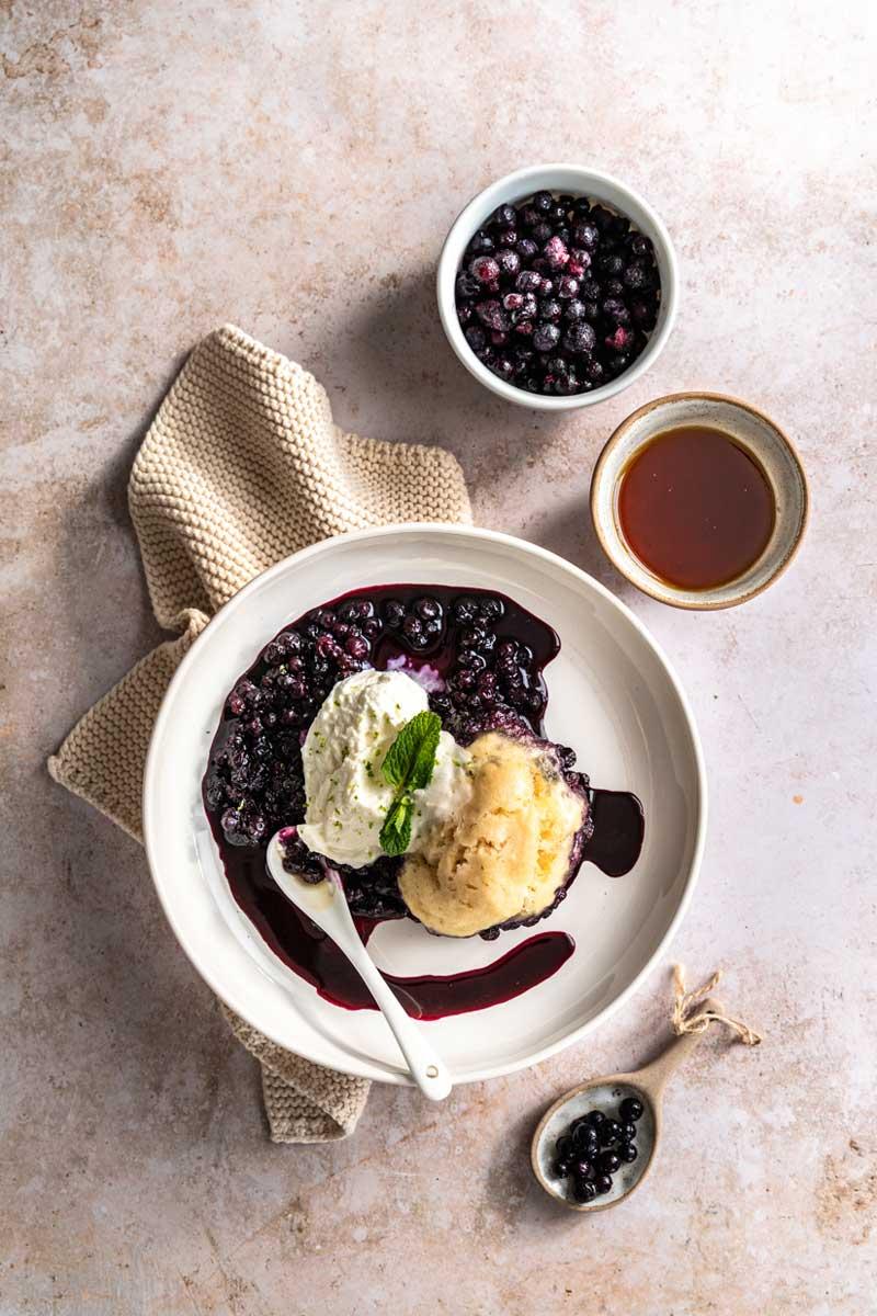 Blueberry Grunt - Kanadisches Blaubeer-Dessert mit Ahornsirup