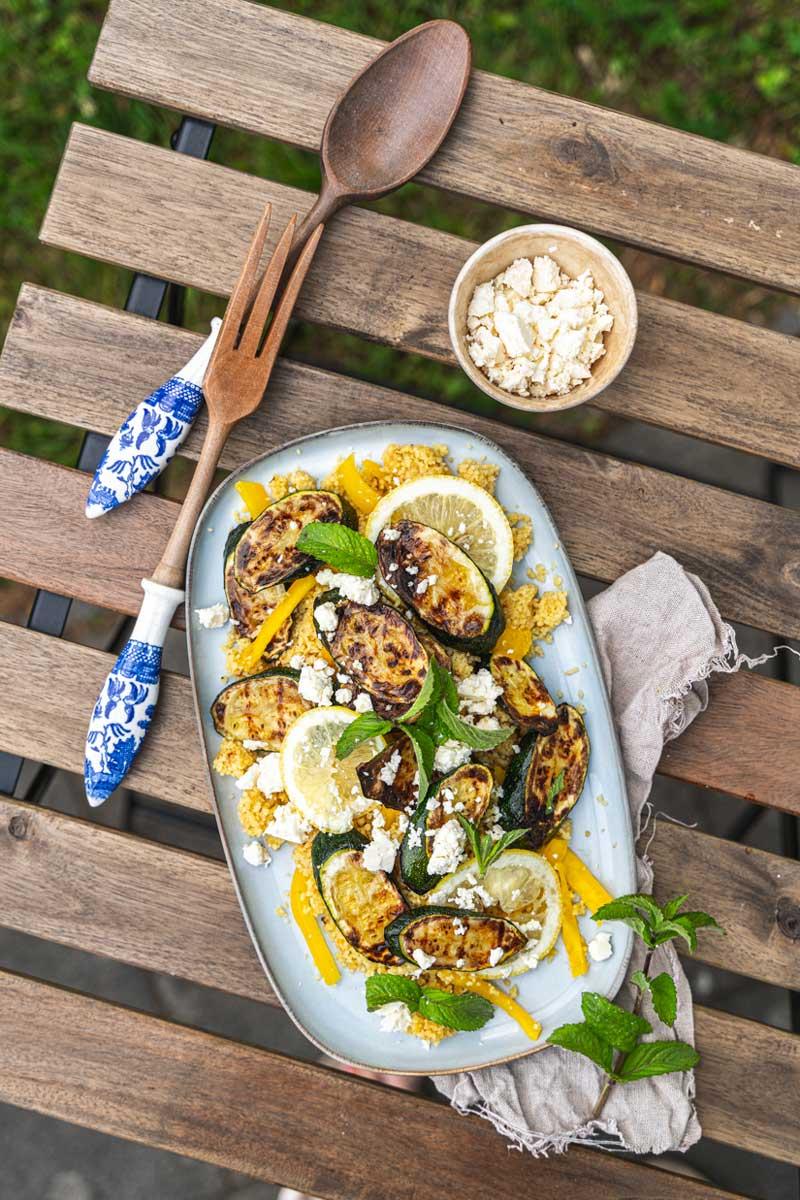 Couscous Salat mit gegrillter Zucchini und Minze