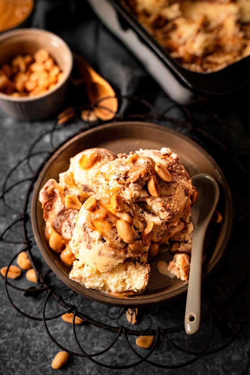 Snickers Eis selber machen, Erdnüssen und Schokolade, Erdnusseis, Eis mit Erdnüssen, #snickers, #erdnusseis